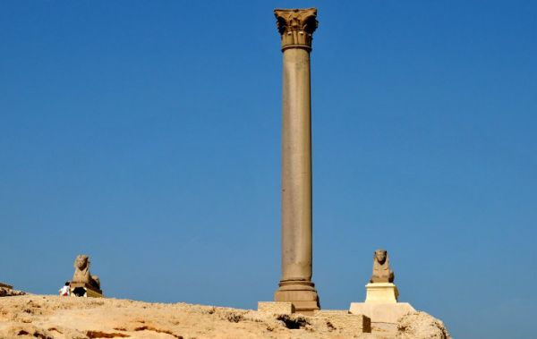 Pompey Pillar Low Cost Traveling, Alexandria, Egypt.