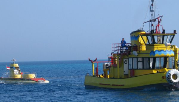 Red Sea Semi submarine Low Cost Tickets, Egypt.