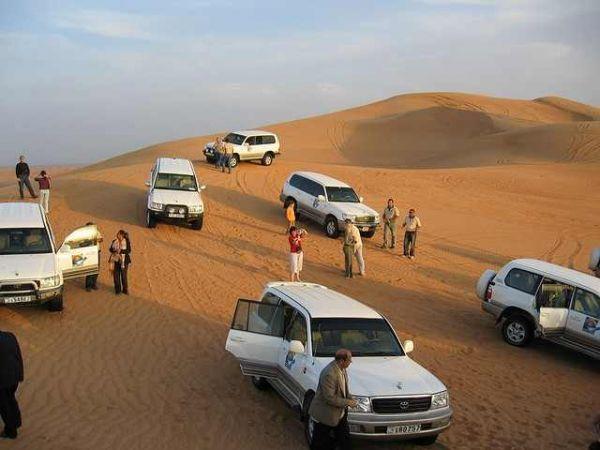 emirates desert safari tours with dinner trips in dubai. Black Bedroom Furniture Sets. Home Design Ideas